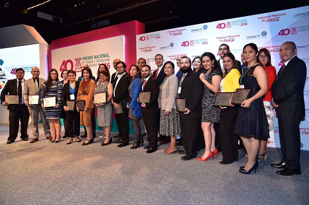 Premian a científicos mexicanos por sus logros en 7 investigaciones en alimentos