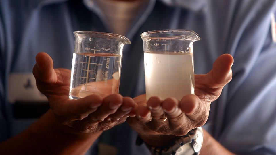 Crean productos de limpieza a partir de residuos de la desalinización de agua de mar