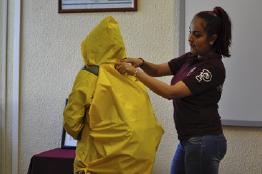Diseñan politécnicos impermeable para proteger mochilas