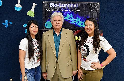 Con material de desecho, estudiantes mexicanas crean luminol que identifica manchas de sangre en pruebas forenses