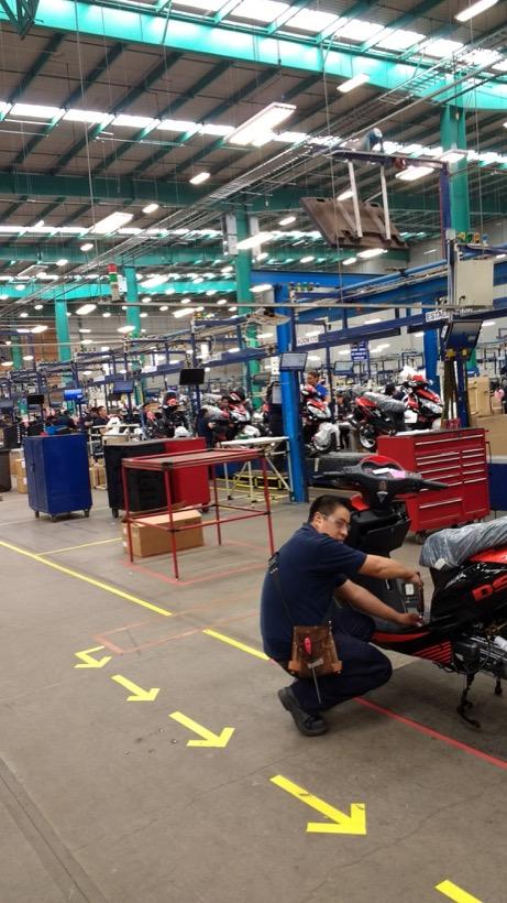 Método mexicano acelera ensamble de motocicletas Italika