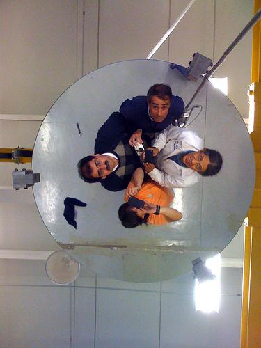 Investigadores crean máquina de pulido óptico que tuvo impacto internacional