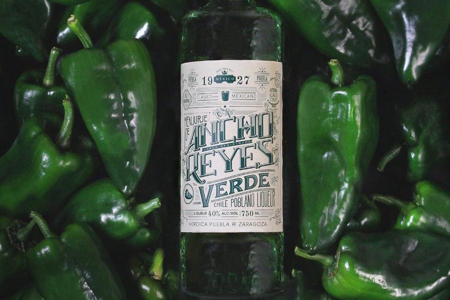Presentan el primer licor elaborado con Chile Poblano
