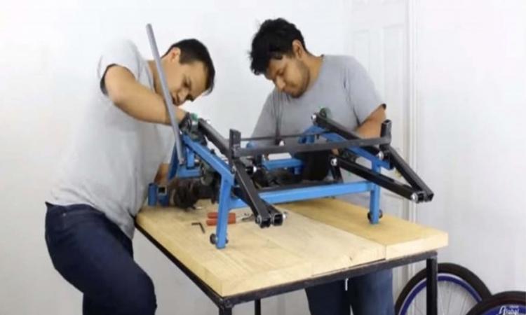 Crean alumnos de la UNAM triciclo para adolescentes parapléjicos