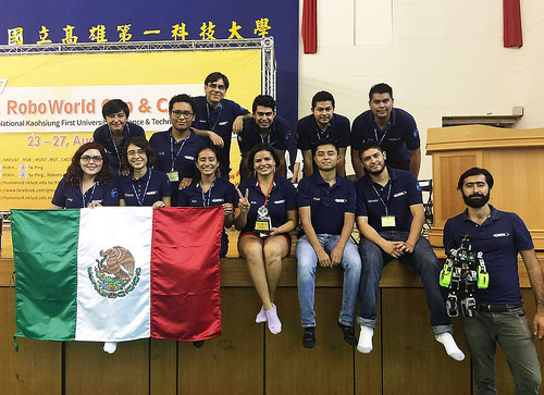 Impone robot mexicano record de salto en competencia internacional
