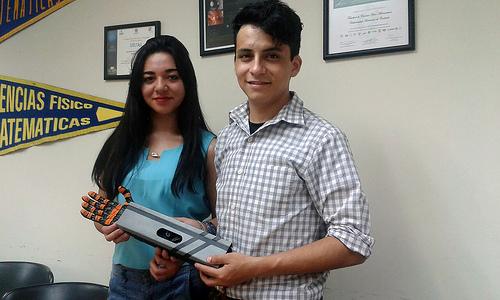 Crean estudiantes mexicanos brazo robótico para uso industrial con potencial de prótesis médica