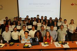 Estudiantes mexicanos crean aplicaciones móviles apoyados por instructores del MIT