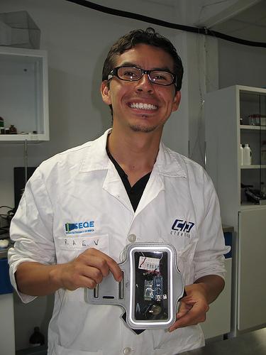 Logran científicos mexicanos generar energía para dispositivos a partir del sudor corporal